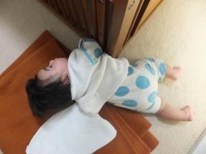 生後5ヶ月・初寝返り写真