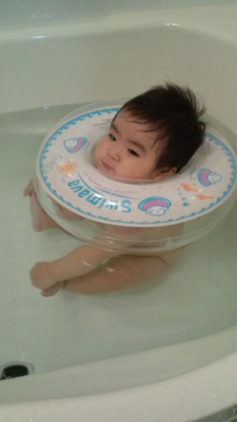 お 方 赤ちゃん 風呂 入れ